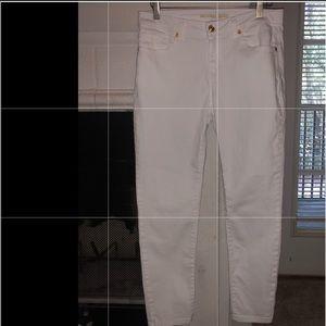 Michael Kors white skinny jeans size 4. EUC